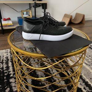 UA black label sneaker, size 6